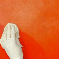 Lacklasur für die Wand, Rot in mehreren Schichten