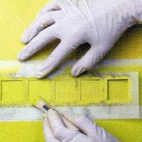Wandfarbe Limettengrün, aus mehreren Farbschichten