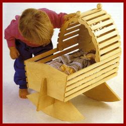 Bauplan Puppenwiege aus Fichtenbrettern selbst gebaut