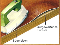 Schmelzkleber wird unter dem aufgeworfenen Furnier mit einem Bügeleisen erwärmt und danach mit Schraubzwingen angepreßt.