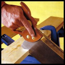 Mit der Handsäge arbeiten, saubere, glatte Schnitte sind kein Problem