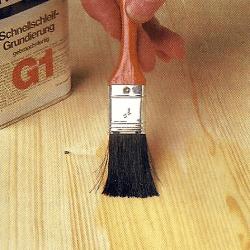 Holz fachgerecht schleifen, bevor das Holz gebeizt oder lackiert wird