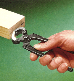 Holzdübel verstärken die Verleimung zweier Bauteile