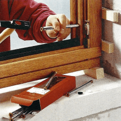 holzfenster einbauen genaues ausrichten ist wichtig. Black Bedroom Furniture Sets. Home Design Ideas