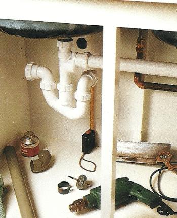 Anschluss der Wasserleitungen