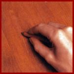Möbel Furniere ausbessern, Kratzer, Schrammen oder Flecke beseitigen