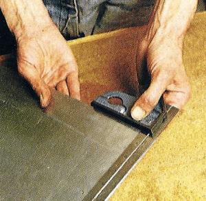 Metall messen und anreißen erfordert äußerste Genauigkeit