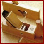 Mit dem Hobel arbeiten, für perfekte Holzoberflächen