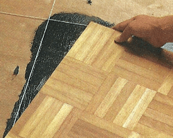 Parkett verlegen, der Boden muss eben, fest und trocken sein