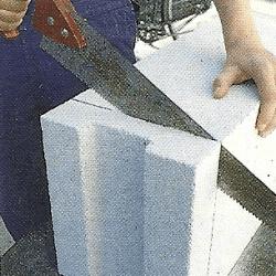 Richtig Mauern, die erste Steinschicht ansetzen