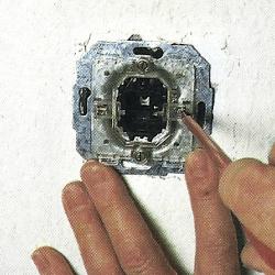 Steckdosen und Schalter auswechseln ist einfach und schnell erledigt