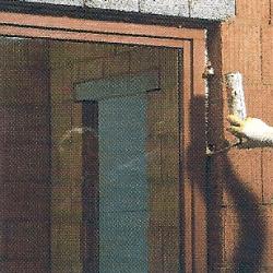 Undichte Fenster und Türen mit Silikon Dichtmittel abdichten