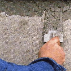 Untergrund bei der Wärmedämmung vorbereiten, Risse und Löcher beseitigen