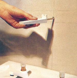 Konsole aus Fliesen im Bad