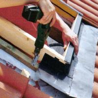 Dachfenster einsetzen, Einbau in die Dachhaut