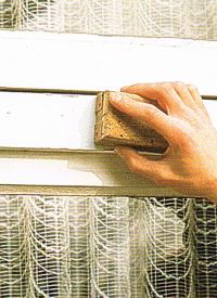 Lackieren Vorarbeiten, an lackierten Holzbauteilen