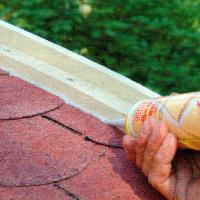 Dach decken, mit Bitumenpappe das Dach decken