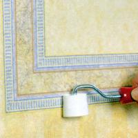 Mustertapeten und Bordüren als Dekor-Elemente