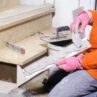 Natursteinverlegung im Hausflur, Natursteinplatten verlegen