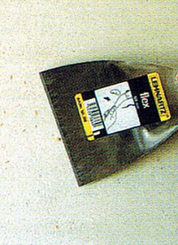 Raufaser Tapete entfernen, vorher gründlich perforieren