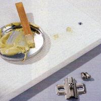 Ausgebrochene Topfscharniere reparieren